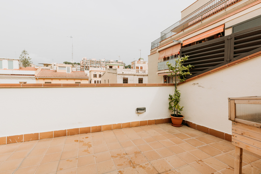 Piso en El Masnou - costa maresme. Terraza.2 bedrooms. For sale: 320.000 €.