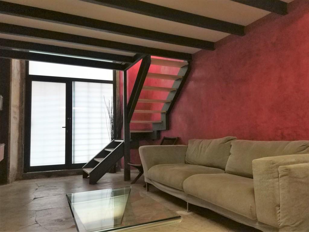 Apartment in Barcelona - ciutat vella. Near the sea.2 bedrooms. For sale: 198.000 €.