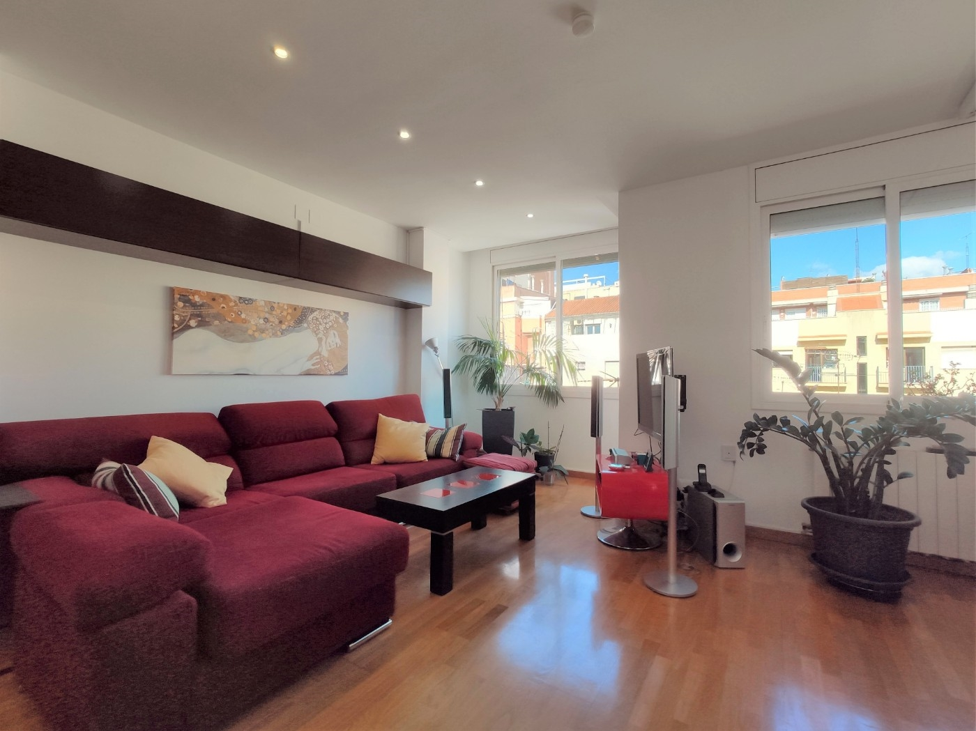Apartment in Barcelona. Balcony.3 bedrooms. For sale: 415.000 €.