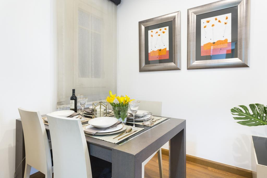 Apartment in Barcelona - eixample. 1 bedrooms. For sale: 330.000 €.