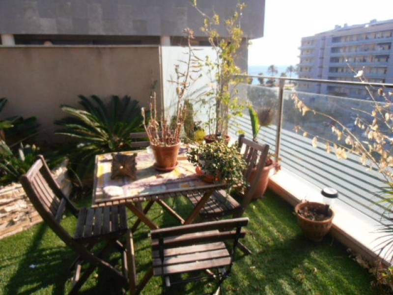 Apartment in Badalona - barcelona surroundings. Sea first line, Private parking, Terrace.4 bedrooms. For sale: 700.000 €.