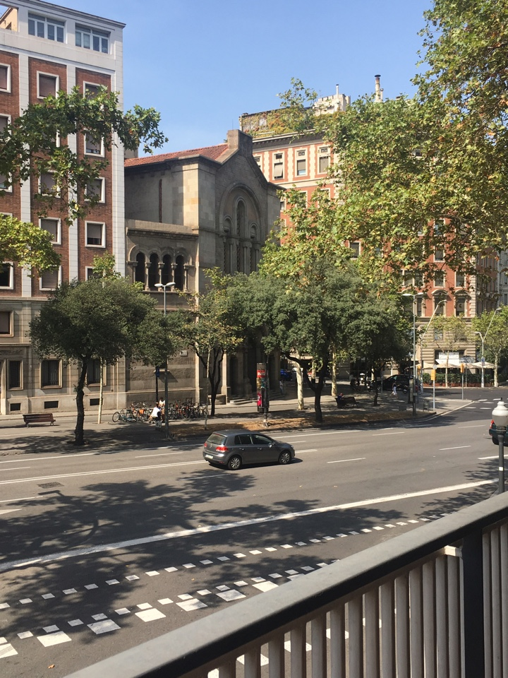Apartment in Barcelona - eixample. Terrace.5 bedrooms. For sale: 1.200.000 €.