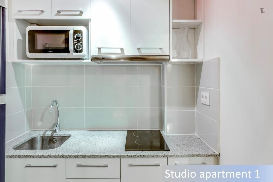 Apartment in Barcelona - ciutat vella. Terrace.4 bedrooms. For sale: 900.000 €.