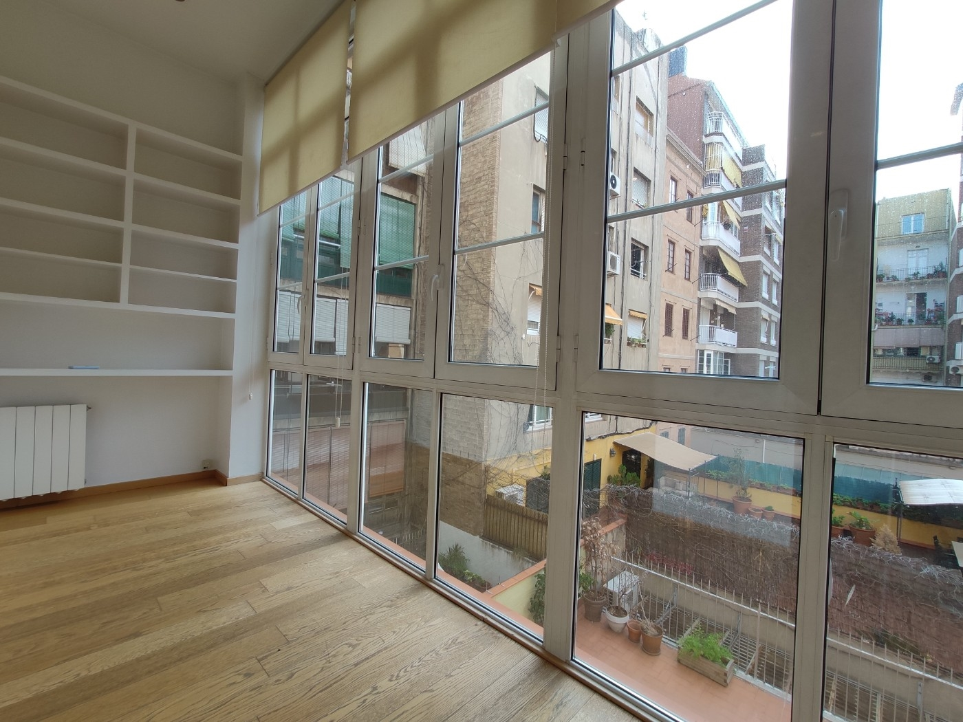 Apartment in Barcelona - eixample. 1 bedrooms. For sale: 345.000 €.