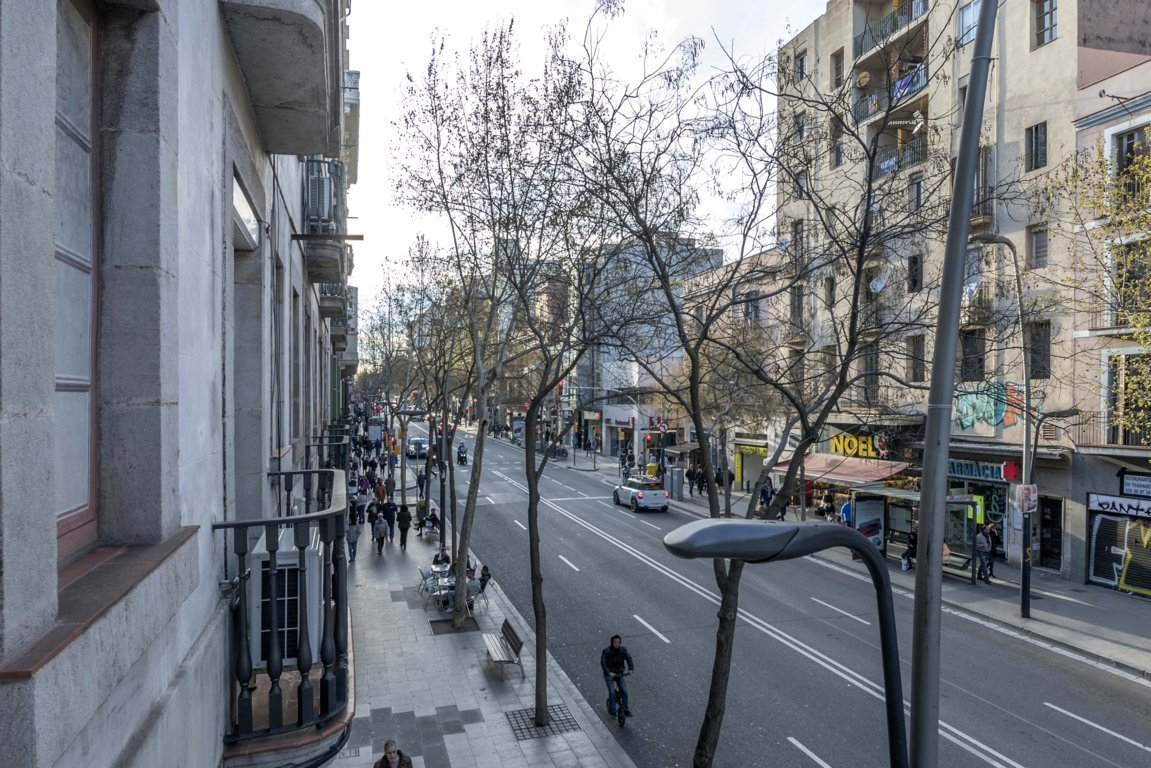 Apartment in Barcelona. Balcony, Terrace.2 bedrooms. For sale: 385.000 €.