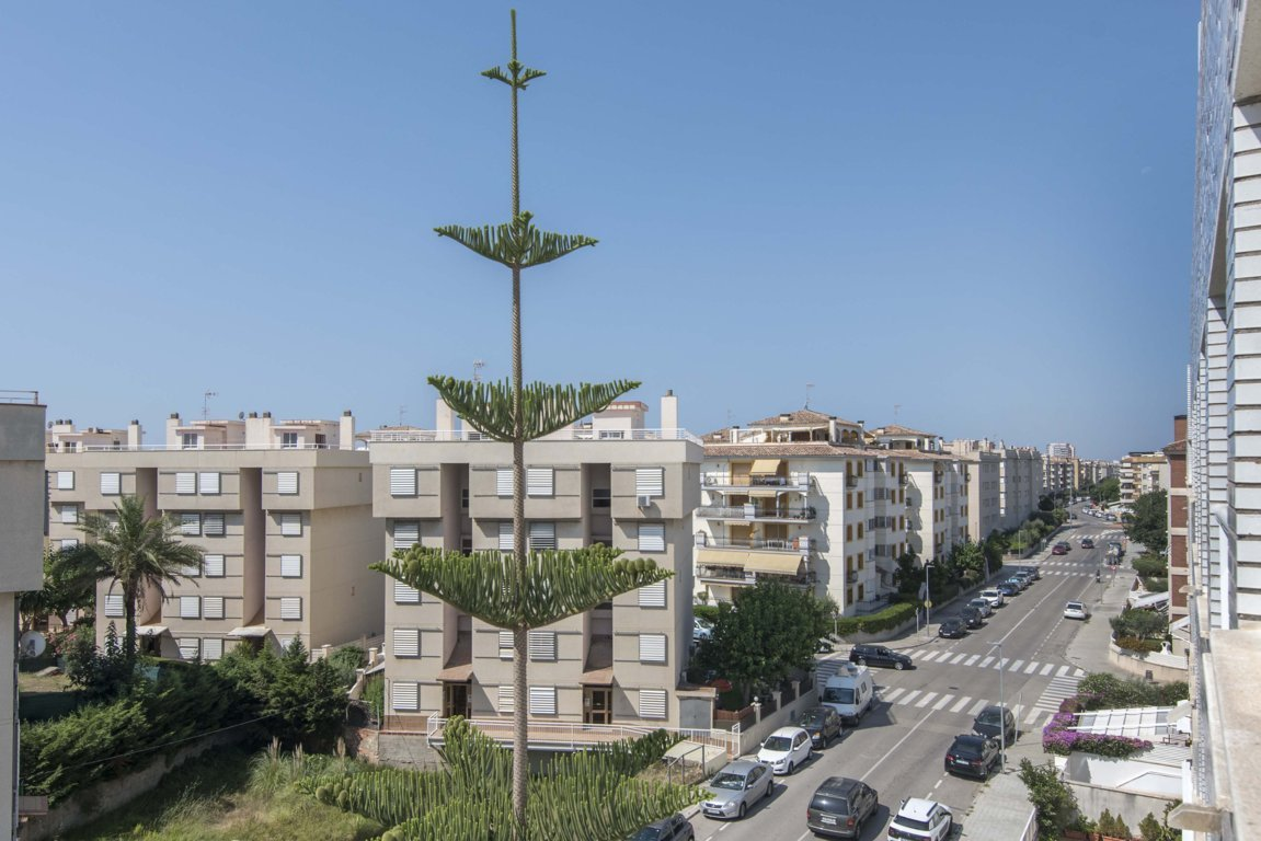 Apartment in Calafell - costa dorada. Sea first line, Mountain, Private parking, Balcony, Terrace.3 bedrooms. For sale: 320.000 €.