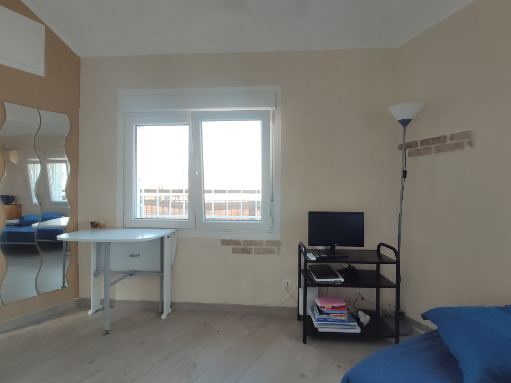 Apartment in Barcelona - eixample. Terrace. For sale: 245.000 €.