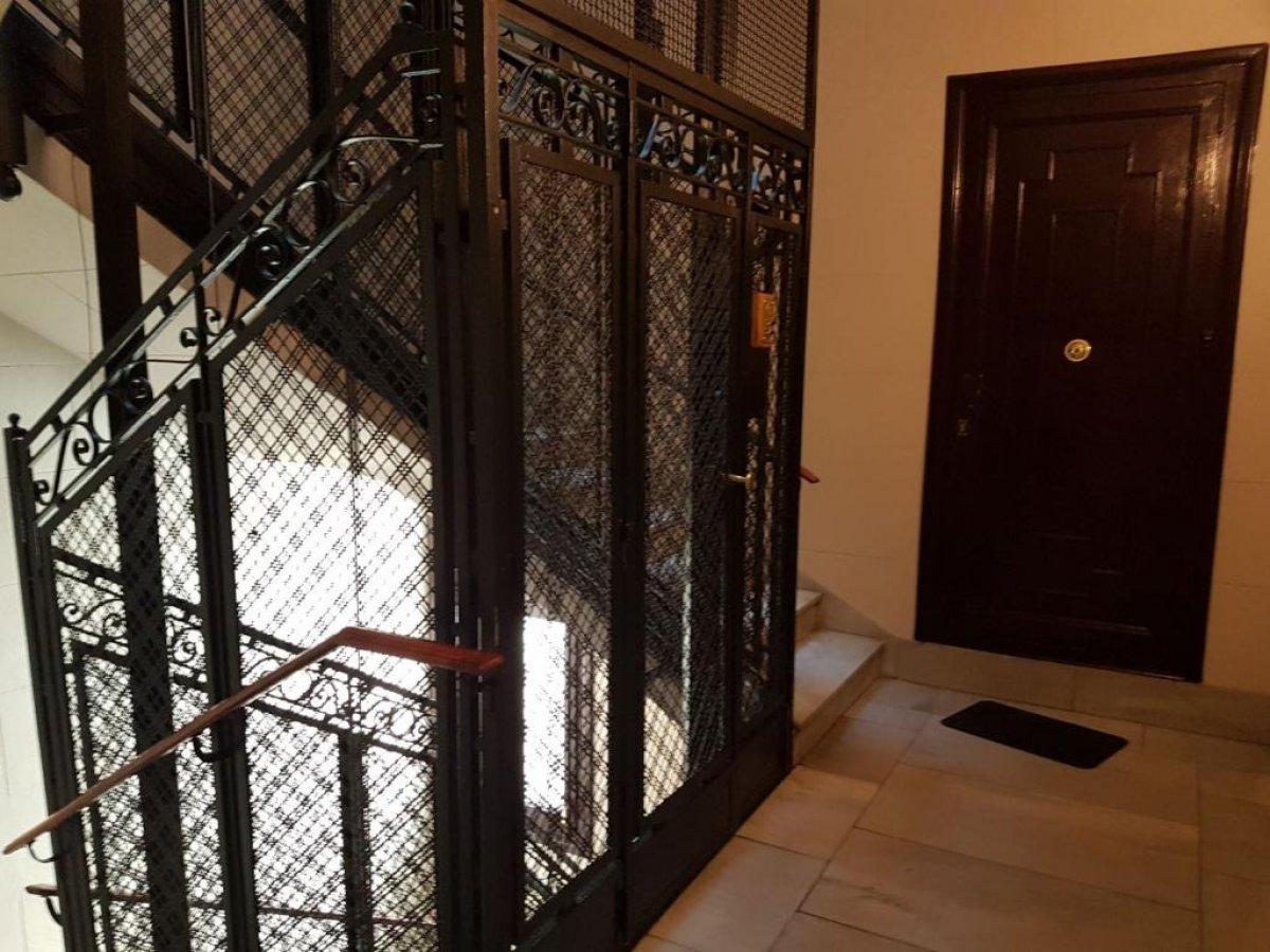 Piso en Barcelona - ciutat vella. Balc�n, Terraza.4 bedrooms. For sale: 690.000 €.