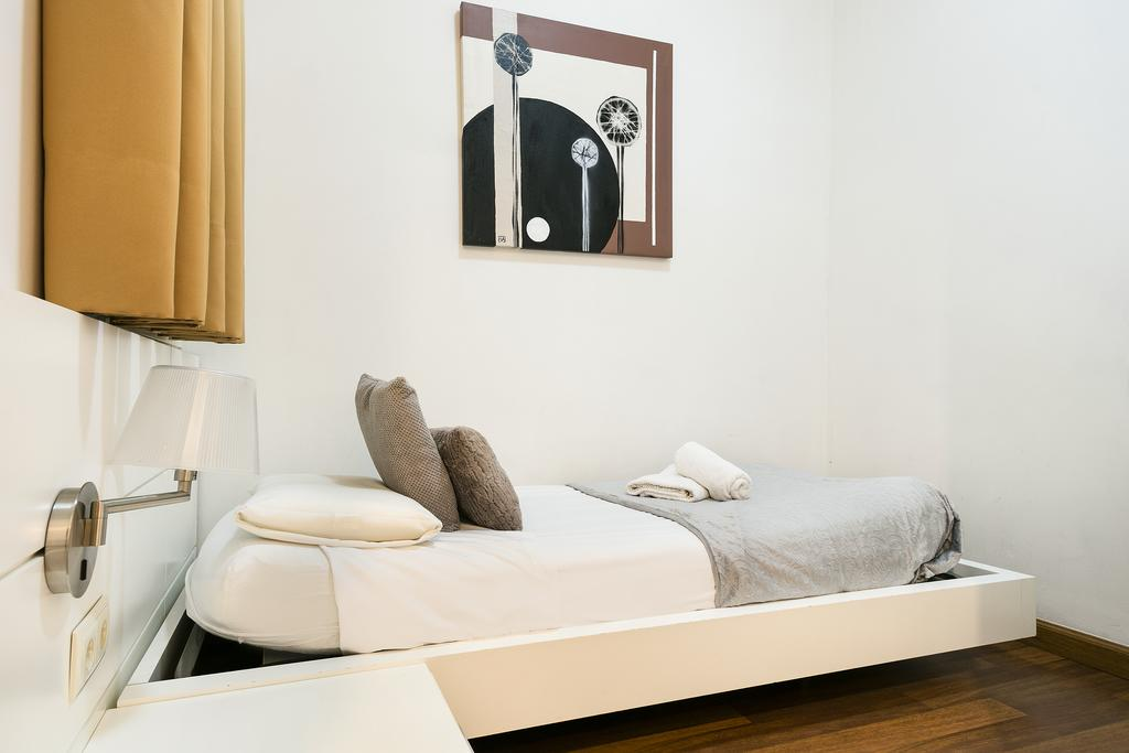 Apartment in barcelona - eixample. 3 bedrooms. For sale: 651.000 €.