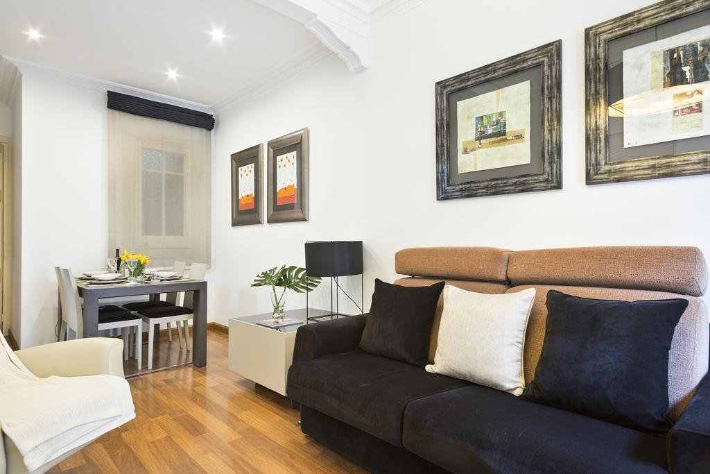Piso en Barcelona - eixample. 1 bedrooms. For sale: 330.000 €.