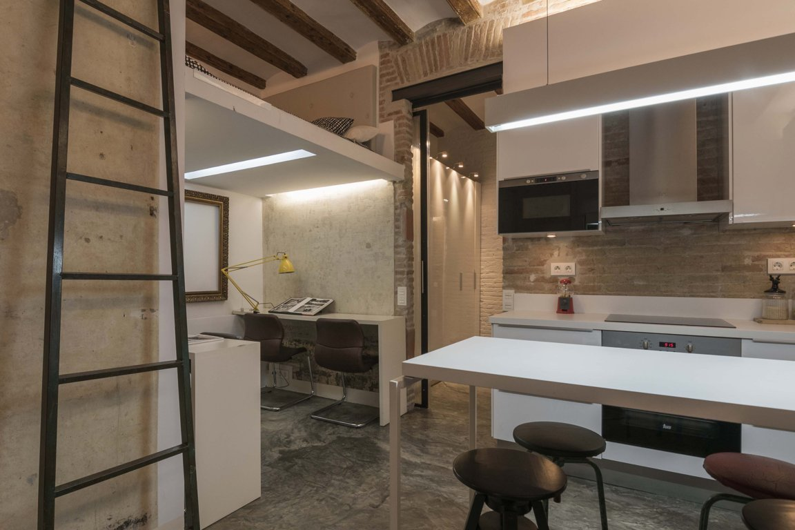 Apartment in Barcelona - ciutat vella. Balcony.1 bedrooms. For sale: 215.000 €.