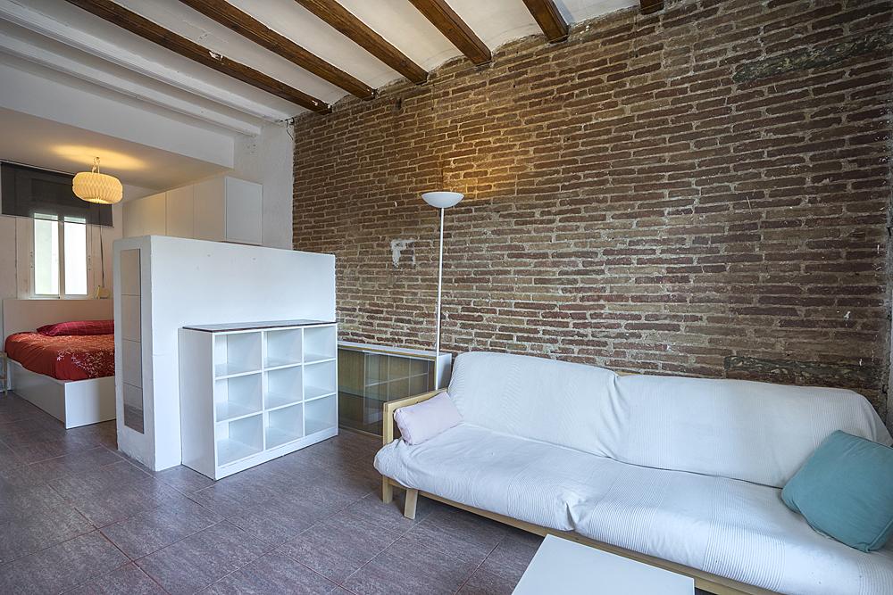 Apartment in Barcelona - ciutat vella. Balcony.1 bedrooms. For sale: 165.000 €.