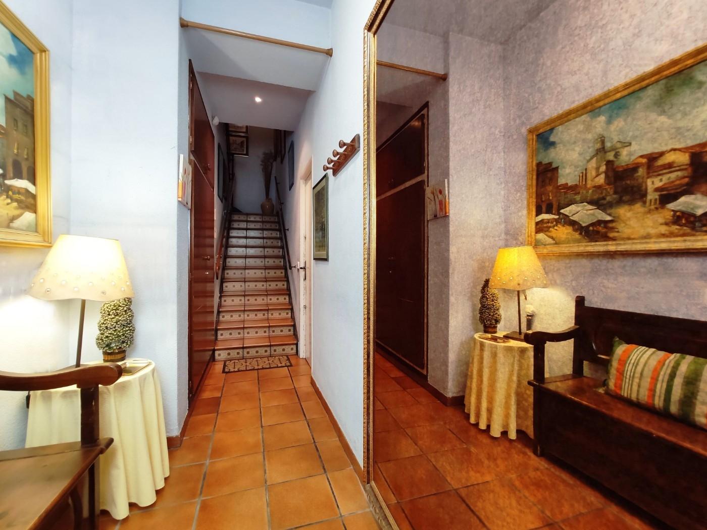 Piso en Girona. Terraza.5 bedrooms. For sale: 170.000 €.