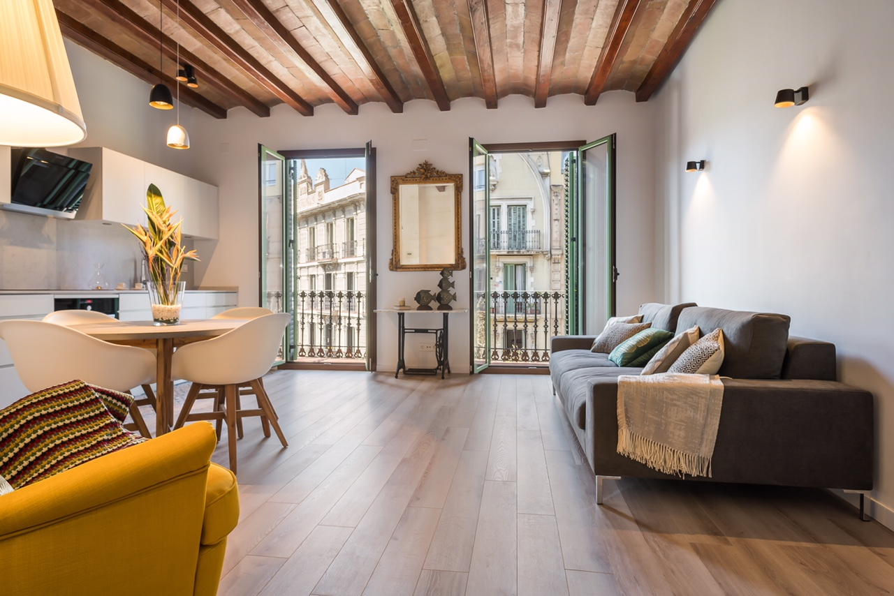 Apartment in Barcelona - eixample. Balcony.1 bedrooms. For sale: 495.000 €.
