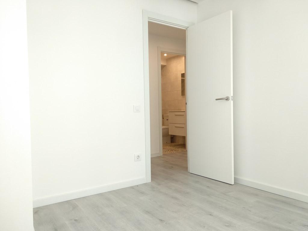 Apartment in Barcelona - ciutat vella. Balcony.2 bedrooms. For sale: 376.000 €.