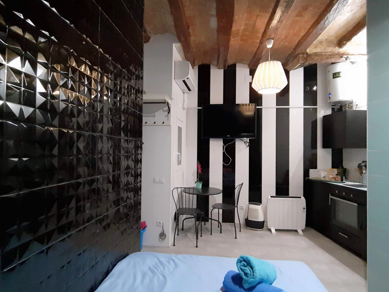 Piso en Barcelona - ciutat vella.  For sale: 112.000 €.