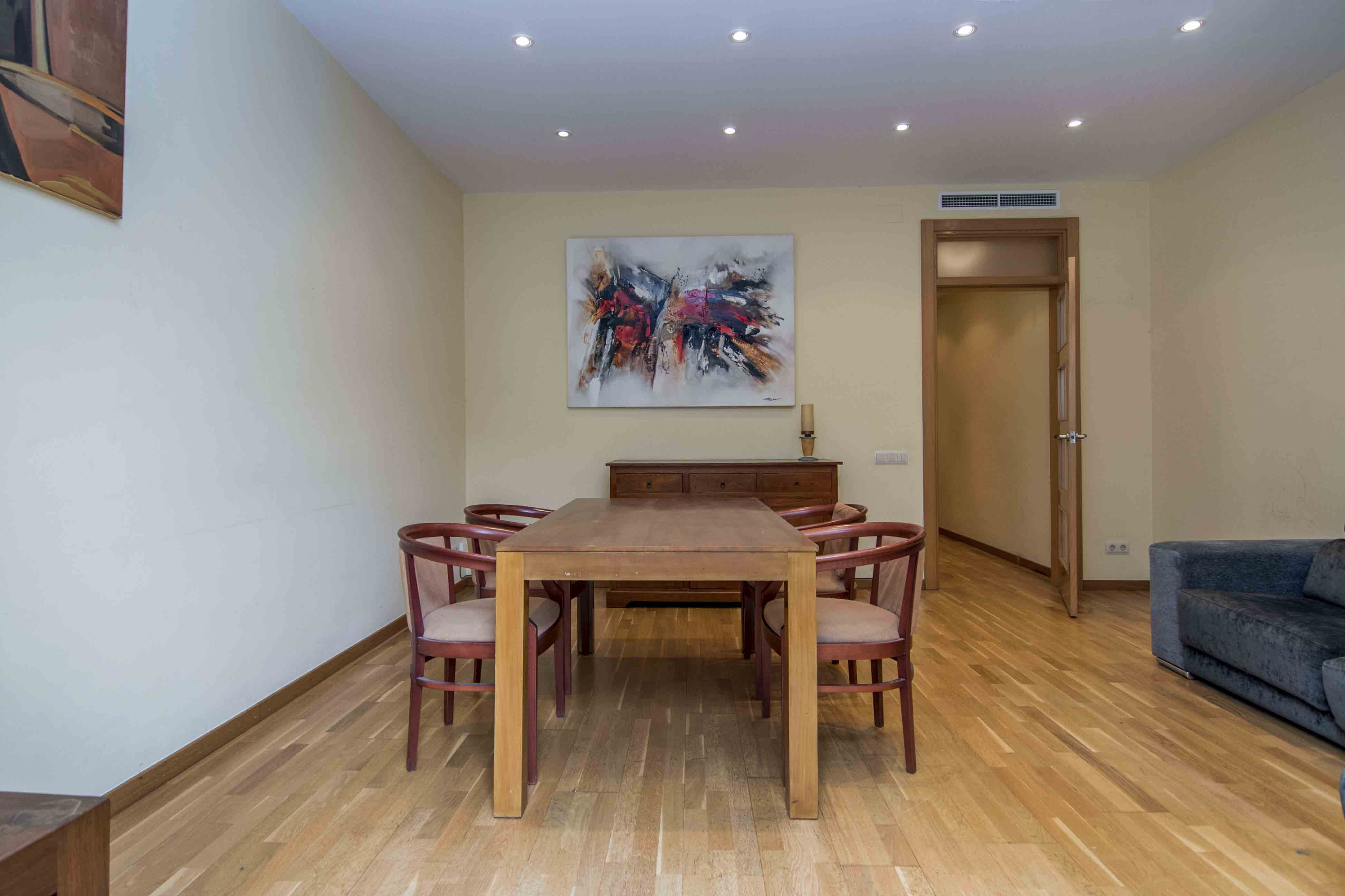 Apartment in Barcelona - eixample. Balcony.3 bedrooms. For sale: 450.000 €.