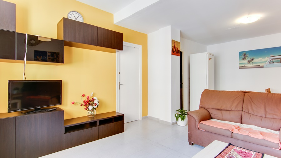 Apartment in Barcelona - eixample. 4 bedrooms. For sale: 435.000 €.