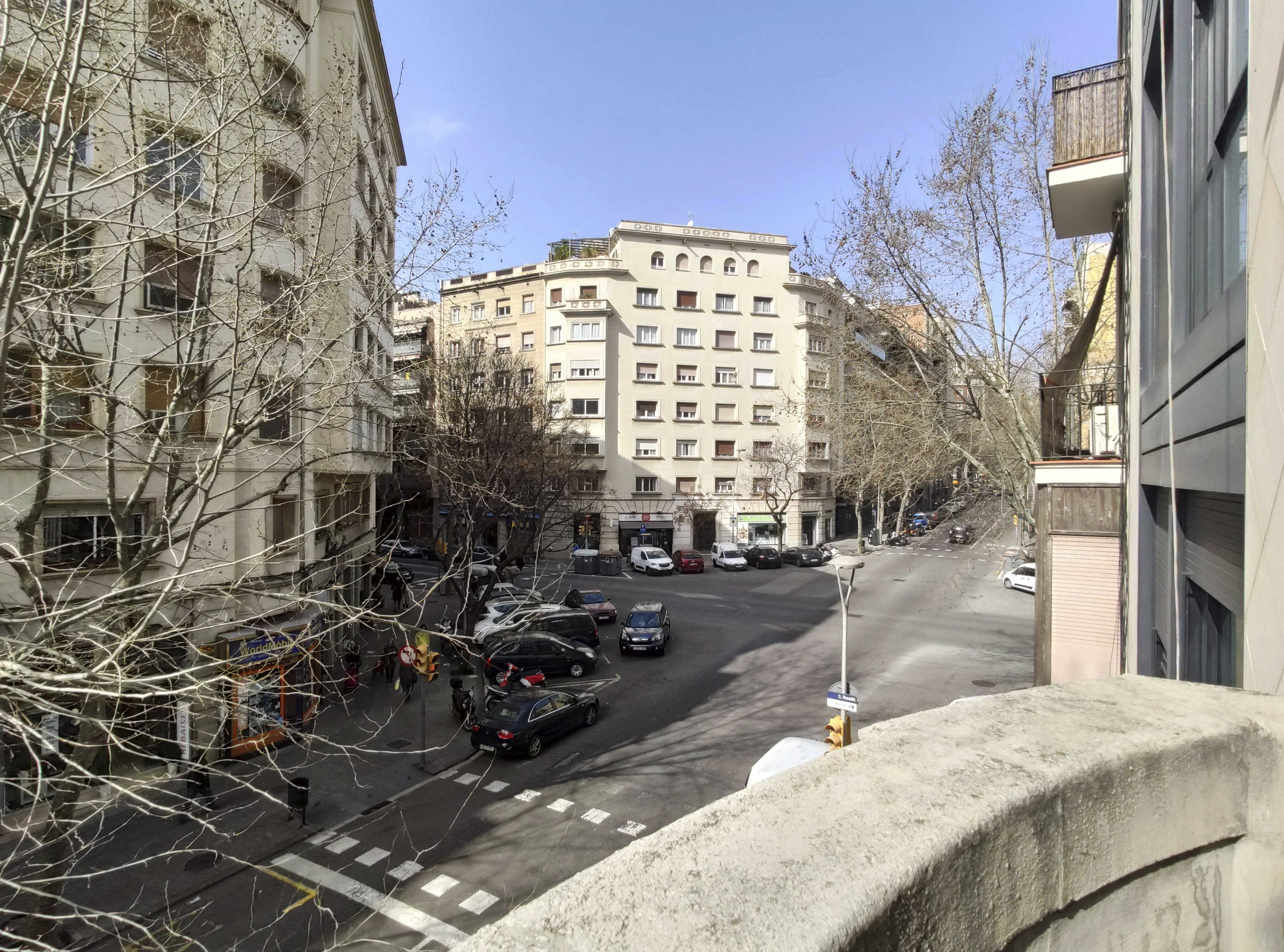 Apartment in Barcelona - eixample. Balcony.3 bedrooms. For sale: 365.000 €.