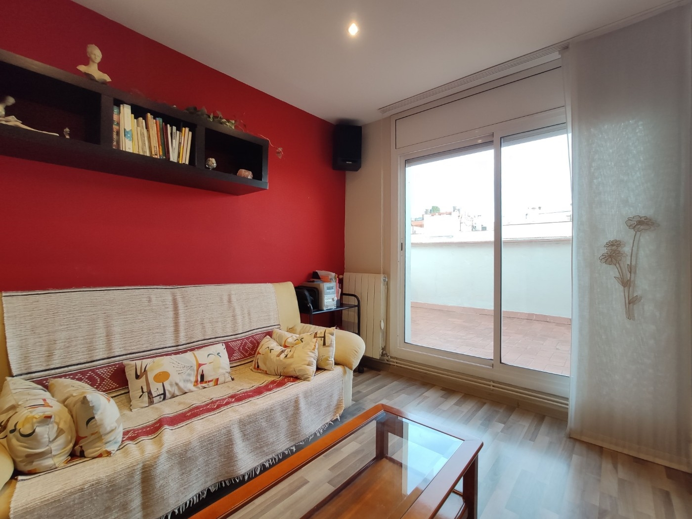 Apartment in Barcelona - eixample. Terrace.2 bedrooms. For sale: 385.000 €.