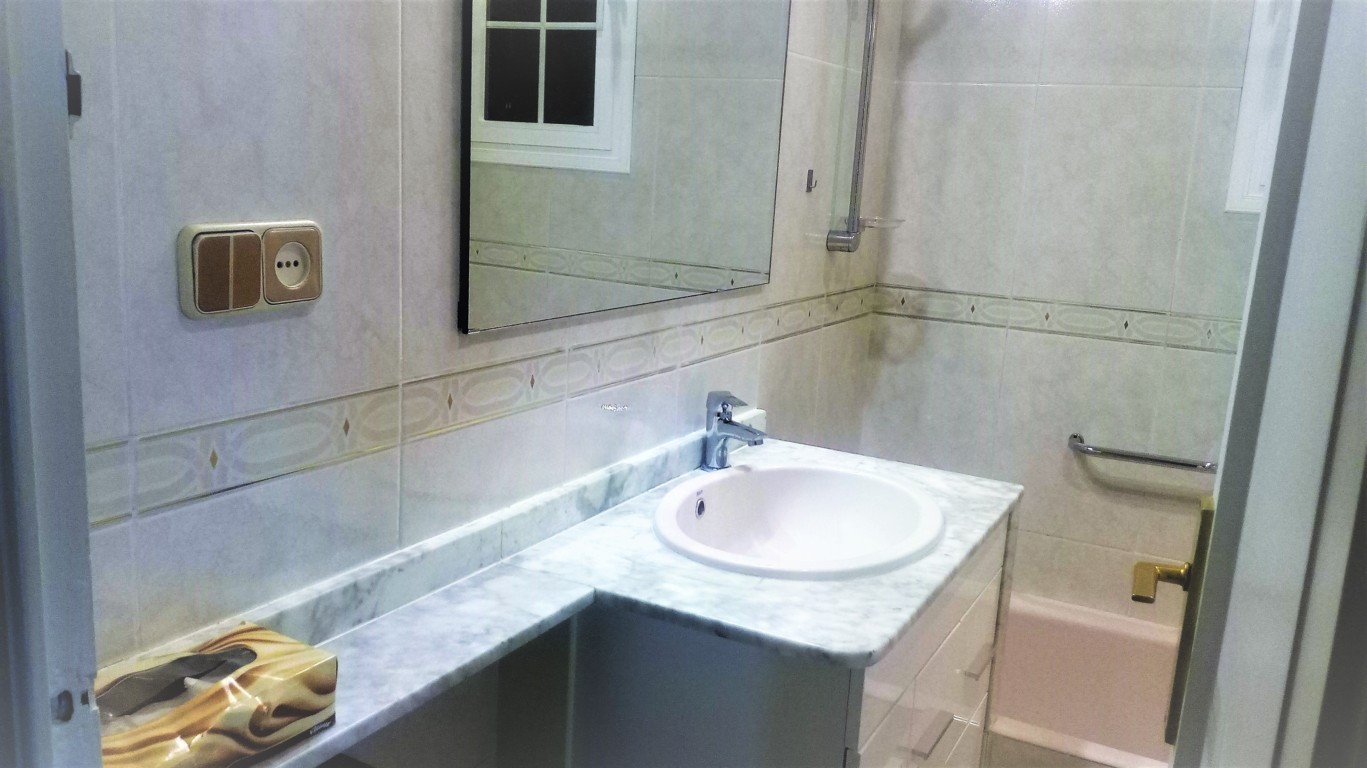 Apartment in Barcelona - eixample. Near the sea, Mountain, Balcony.3 bedrooms. For sale: 459.000 €.