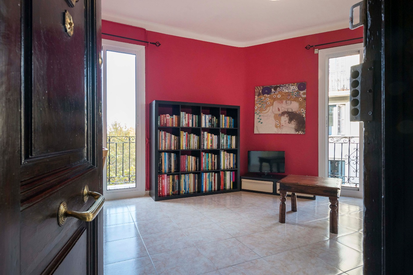 Apartment in Barcelona. Balcony.2 bedrooms. For sale: 245.000 €.