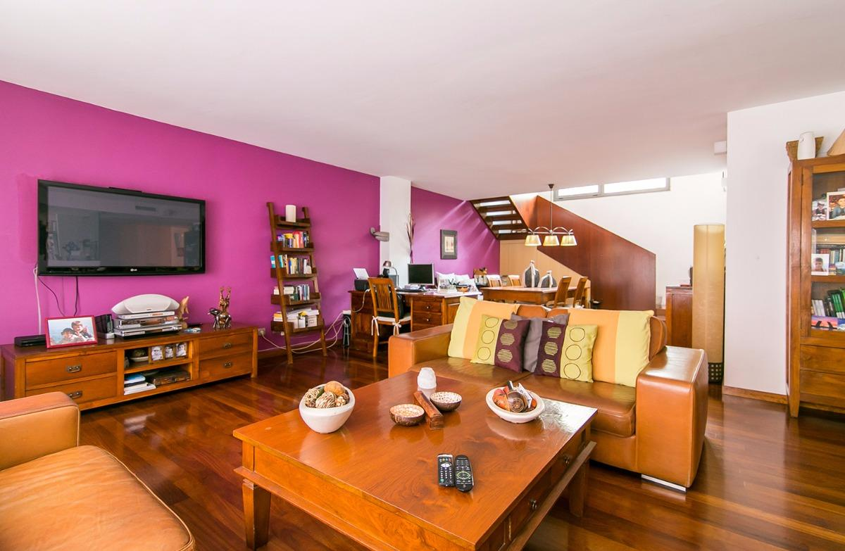 Apartment in Barcelona - ciutat vella. Terrace.4 bedrooms. For sale: 875.000 €.