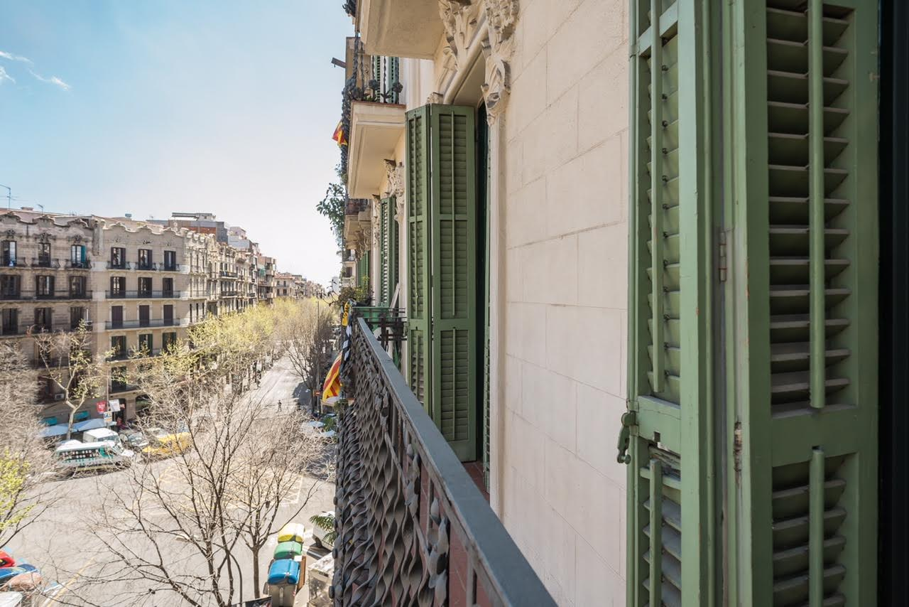 Apartment in Barcelona - eixample. Balcony.2 bedrooms. For sale: 750.000 €.