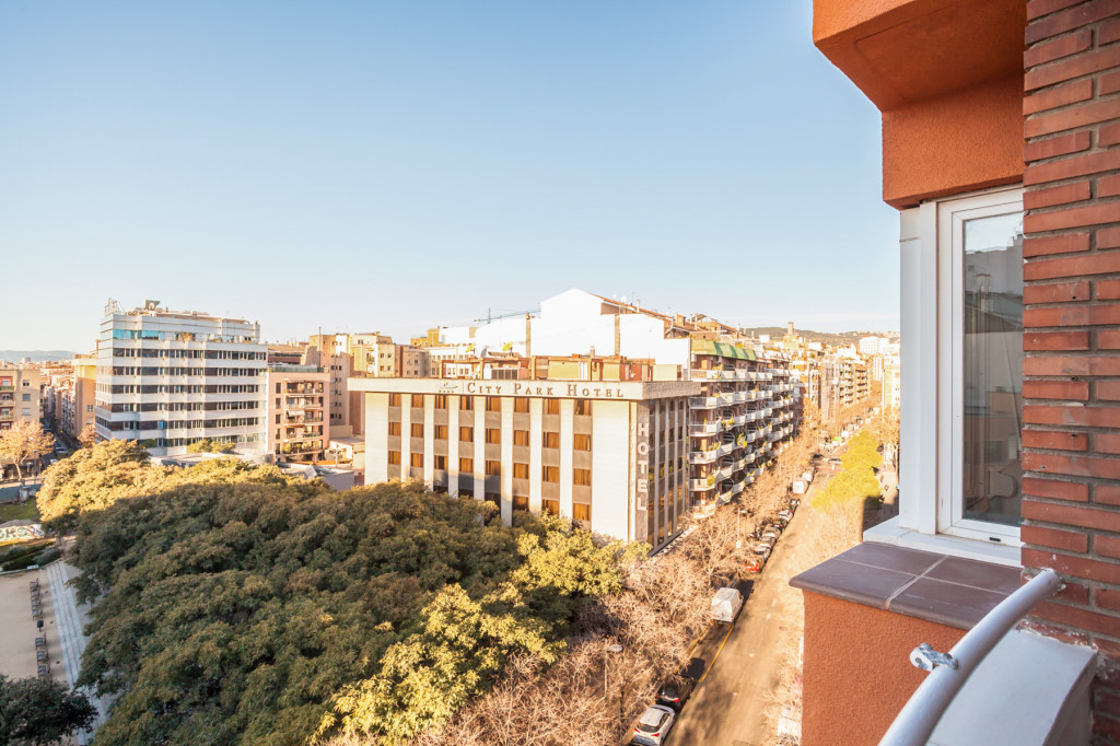 Apartment in Barcelona - les corts. Balcony.3 bedrooms. For sale: 495.000 €.