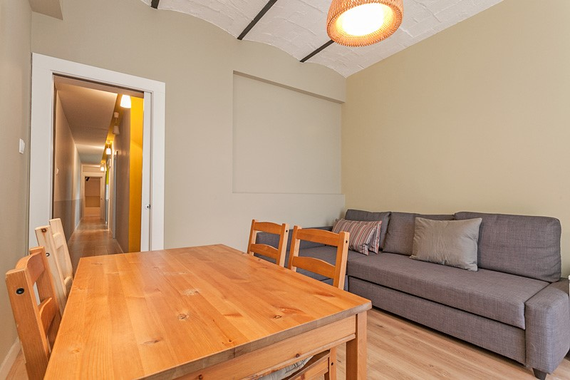 Investment project in Barcelona. Balcony.3 bedrooms. For sale: 355.000 €.