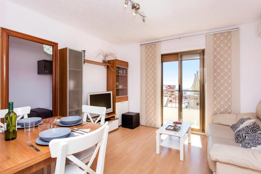Apartment in Barcelona. Balcony.3 bedrooms. For sale: 295.000 €.