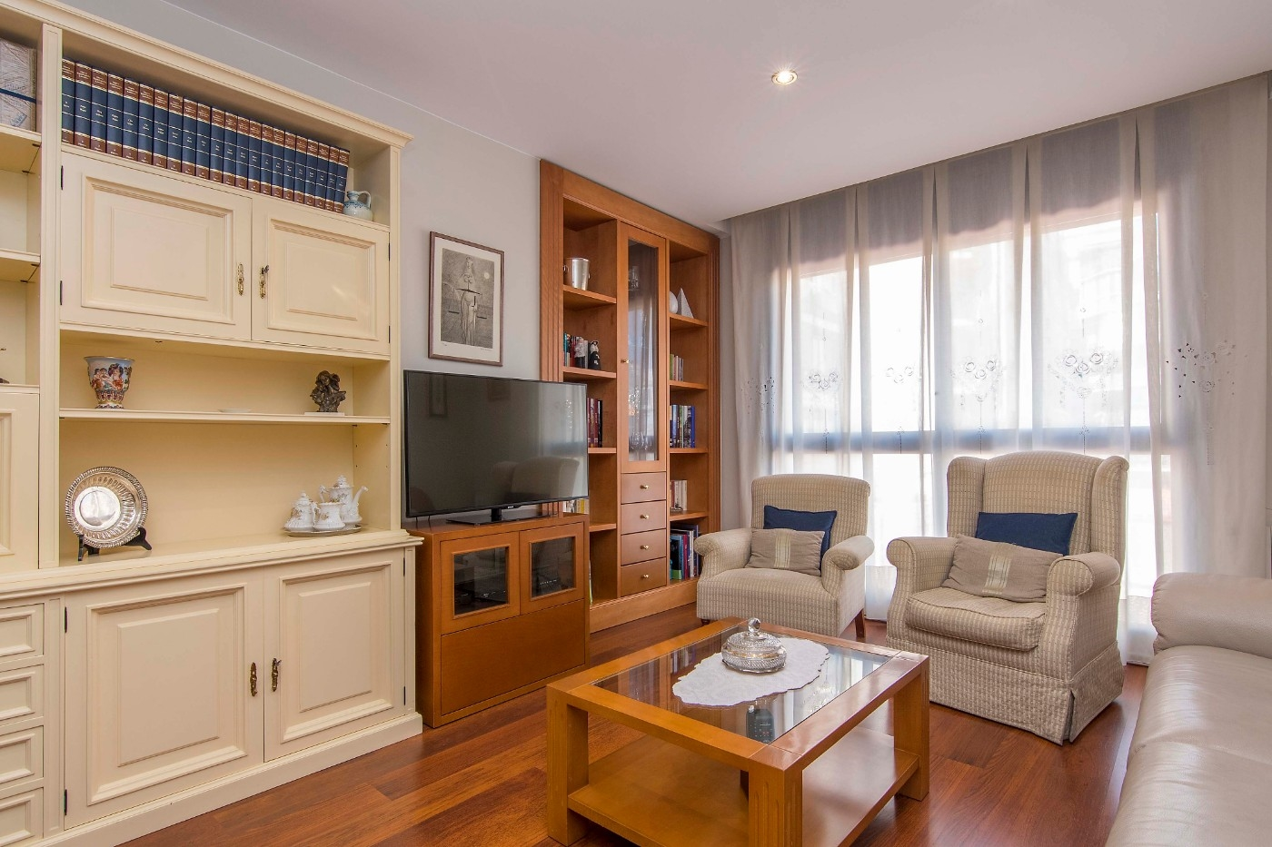 Apartment in Barcelona - eixample. Terrace.4 bedrooms. For sale: 550.000 €.