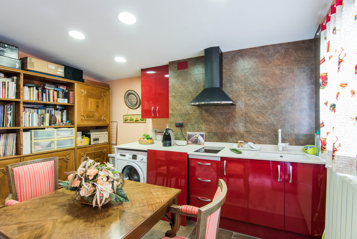 Apartment in Barcelona. Near the sea, Mountain, Private garden, Private parking, Terrace.5 bedrooms. For sale: 735.000 €.